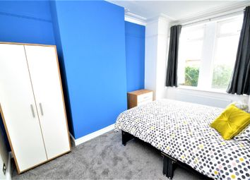 Thumbnail Room to rent in Silver Royd Hill, Leeds, West Yorkshire