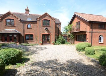 Thumbnail 6 bed detached house to rent in New Bath Road, Twyford, Reading