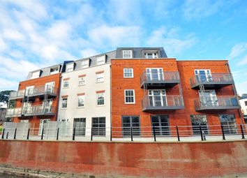Thumbnail 1 bed flat to rent in St. Ives Road, Maidenhead