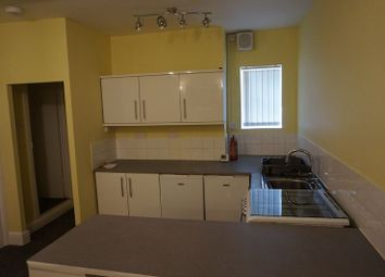 1 bed flat to rent in West Parade, Halifax HX1