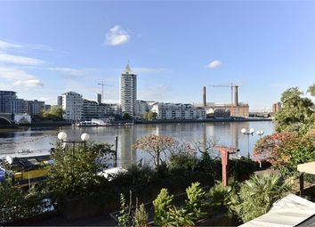 Thumbnail 1 bed flat to rent in Groveside Court, Lombard Road, Battersea, London