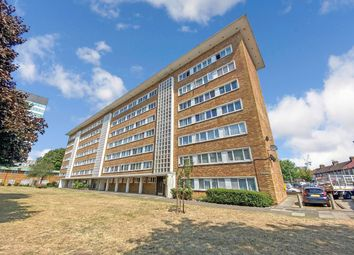3 bed flat for sale in Beehive Lane, Ilford IG1