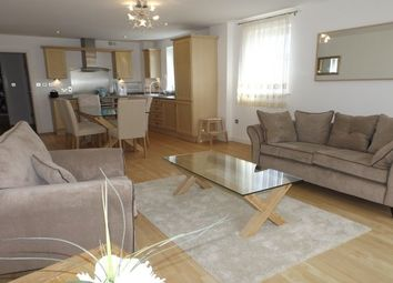 Thumbnail 2 bed flat to rent in Bute Crescent, Cardiff