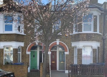 3 bed maisonette to rent in Petersfield Road, London W3