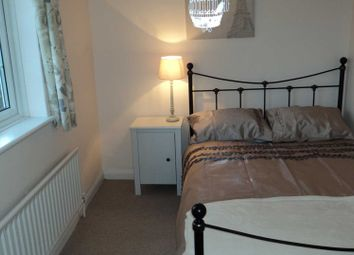 Thumbnail Room to rent in Durham Close, Guildford