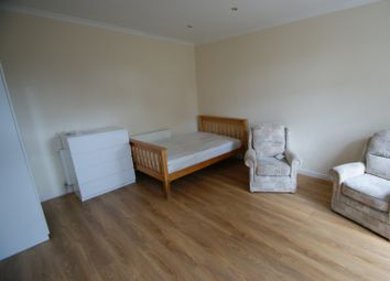 Thumbnail 1 bed flat to rent in Knowle Terrace, Headingley, Leeds