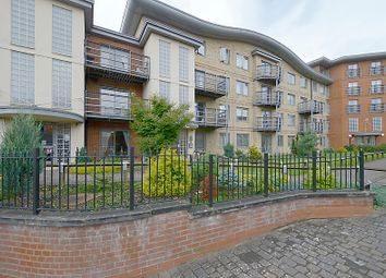 Thumbnail 2 bedroom flat for sale in Jubilee Square, Reading