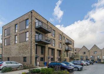 2 bed maisonette to rent in Fisher Close, Rotherhithe, London SE16