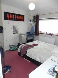 Thumbnail Room to rent in 17 Yew Tree Drive, Guildford
