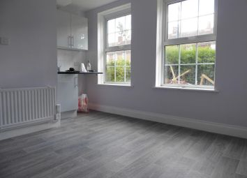 Thumbnail Studio to rent in Waters Road, London