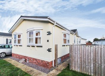 2 bed mobile/park home for sale in Ellis Drive, Oakfield Park LL12