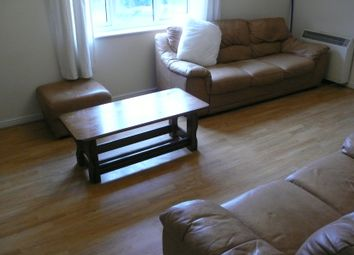 Thumbnail 2 bed flat to rent in Bath Road, Slough