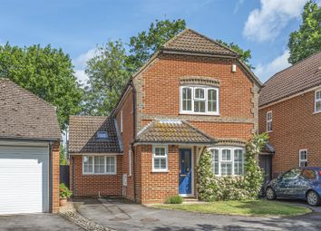 3 bed link-detached house for sale in Buttercup Close, Wokingham, Berkshire RG40