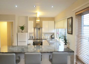 2 bed flat to rent in Mount Crescent, Warley, Brentwood CM14