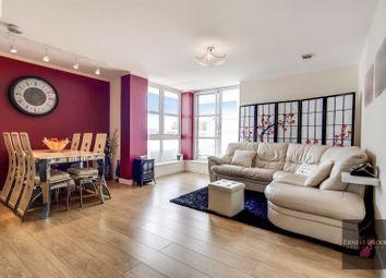 Barrier Point Road, Royal Wharf E16. 2 bed flat