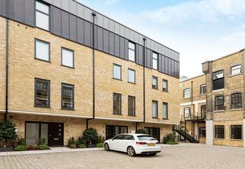 Thumbnail 1 bed town house to rent in Palace Wharf, Rainville Road, Fulham