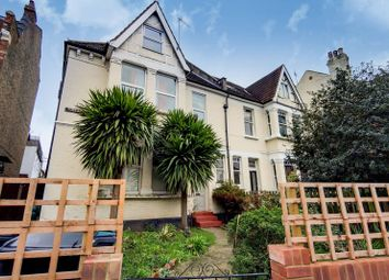 High Road, Wood Green, London N22. 1 bed flat for sale