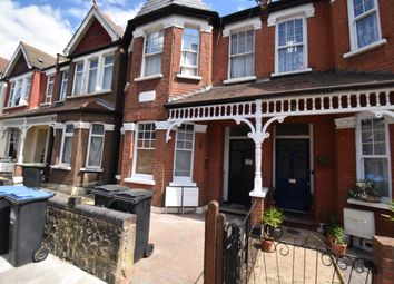 2 bed maisonette to rent in Devonshire Road, Palmers Green N13