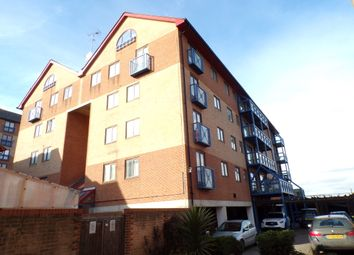 2 bed flat to rent in West Street, Gravesend DA11