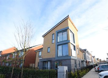 Thumbnail 4 bed town house to rent in Greenham Avenue, Reading, Berkshire