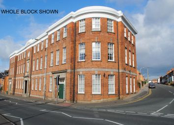 2 bed flat to rent in Rectory Road, Rushden NN10
