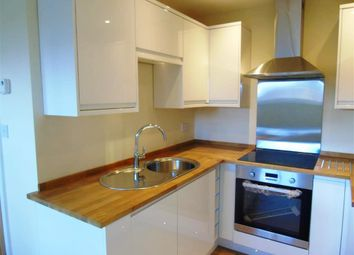 Thumbnail 1 bed flat to rent in Queen Street, Maidenhead