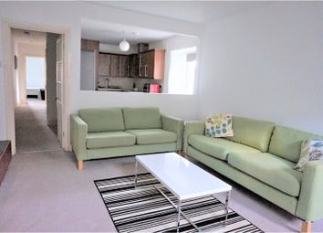 Thumbnail 2 bed flat to rent in West Street, Penryn