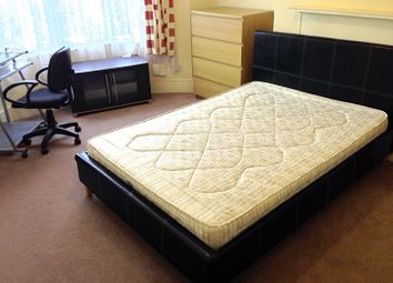 Thumbnail Room to rent in Upsdell Avenue, Palmers Green, London