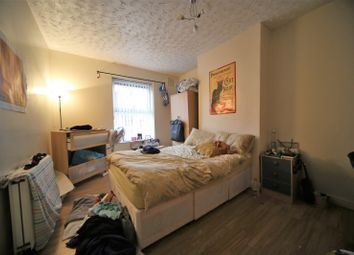 2 bed end terrace house to rent in Harold Grove, Hyde Park, Leeds LS6