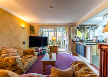 Buckingham Avenue, Perivale, Greenford UB6. 1 bed flat for sale