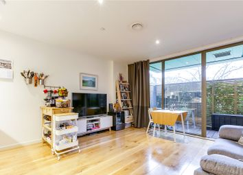 Camberwell Passage, London SE5. 1 bed flat for sale