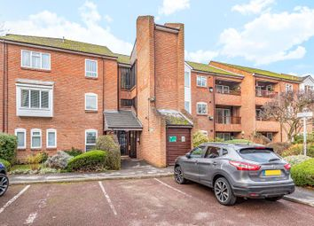 2 bed flat to rent in Falcon Close, Northwood HA6