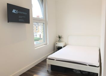 Thumbnail Studio to rent in Clinton Road, London
