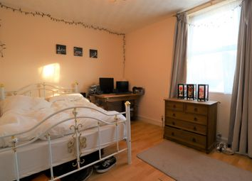 Thumbnail Room to rent in Room 5 Clapham Road, Bedford