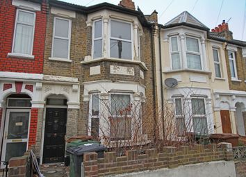 2 bed flat to rent in Claude Road, London E10