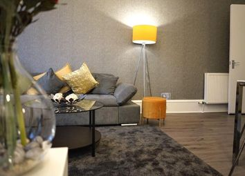 2 bed flat to rent in Cathcart Road, Glasgow G42