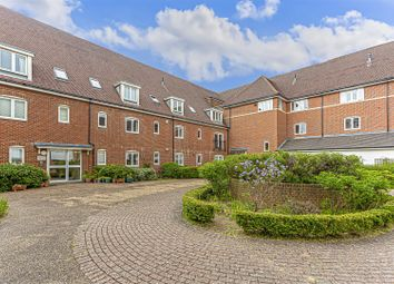 Thumbnail 2 bedroom flat for sale in Wingfield Court, Banstead
