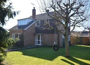 Thumbnail 3 bedroom detached house to rent in Auclum Lane, Burghfield Common, Reading