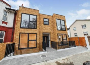 3 bed flat for sale in St. James's Park, Croydon CR0