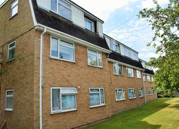 Thumbnail 2 bedroom flat to rent in Bath Road, Taplow, Maidenhead