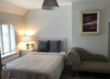Thumbnail 1 bed flat to rent in Newtown Road, Marlow