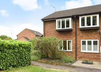 Thumbnail 2 bed town house for sale in Aquila Close, Wokingham