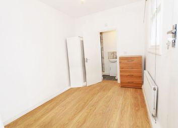 Thumbnail Studio to rent in Lymington Avenue, London