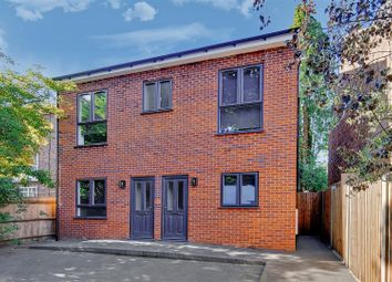 3 bed maisonette to rent in Jansons Road, London N15