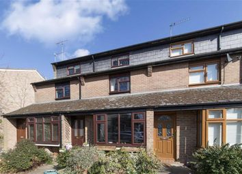 3 bed property for sale in Oakhurst Close, Teddington TW11