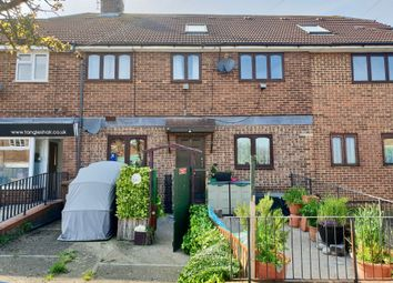 Thumbnail 1 bed flat to rent in Norreys Road, Rochester, Kent