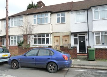 Thumbnail 1 bed flat to rent in Stuart Road, Harrow Weald