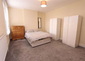 2 bed flat for sale in Meads Lane, Goodmayes, Essex IG3