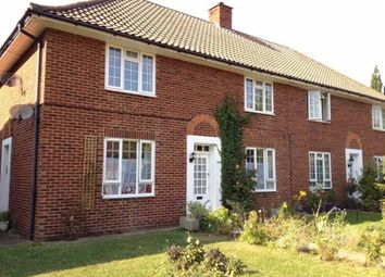 2 bed maisonette to rent in Gloucester Close, Thames Ditton KT7
