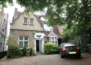Thumbnail 2 bedroom flat to rent in Park Hill, Carshalton